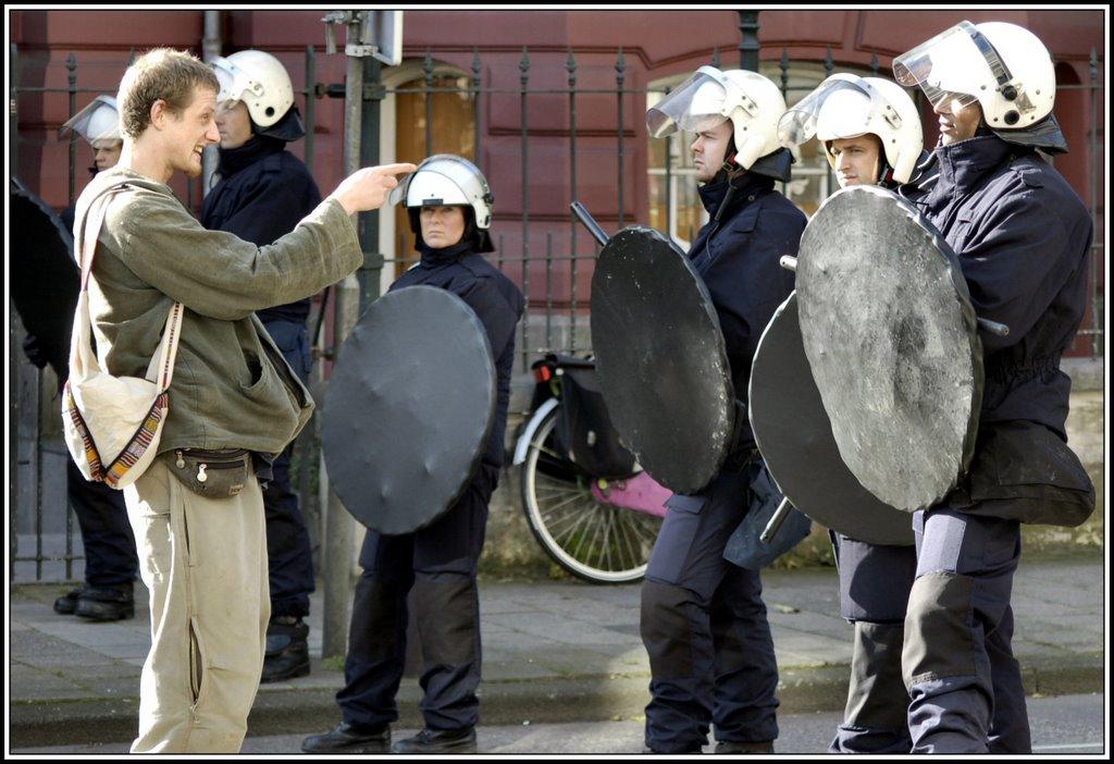 http://rette-sich-wer-kann.com/wp-content/uploads/2007/11/demokratie.jpg